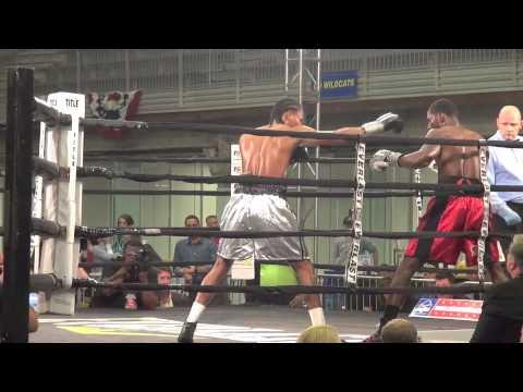 Wellington Arias Romero versus Evincii Dixon