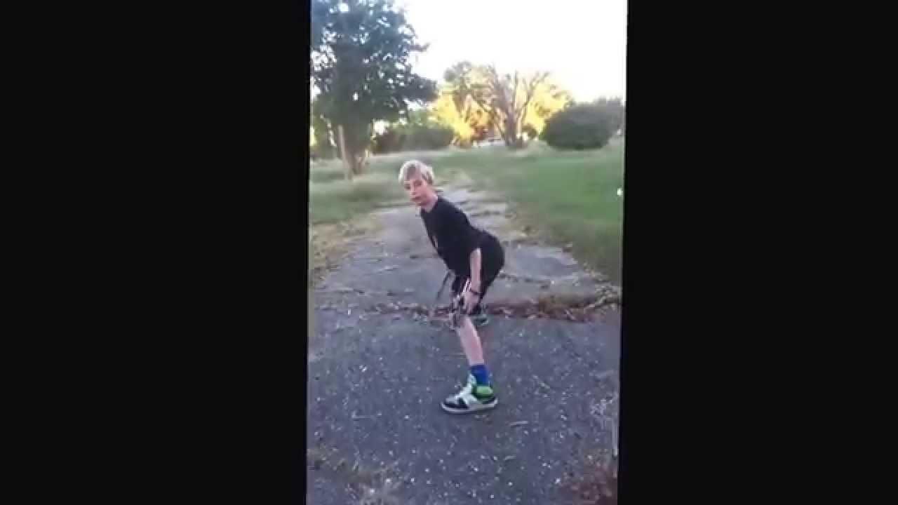 Big white boy vs. skinny black punk - YouTube
