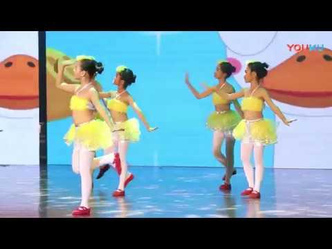 舞蹈:《丑小鸭的足迹》