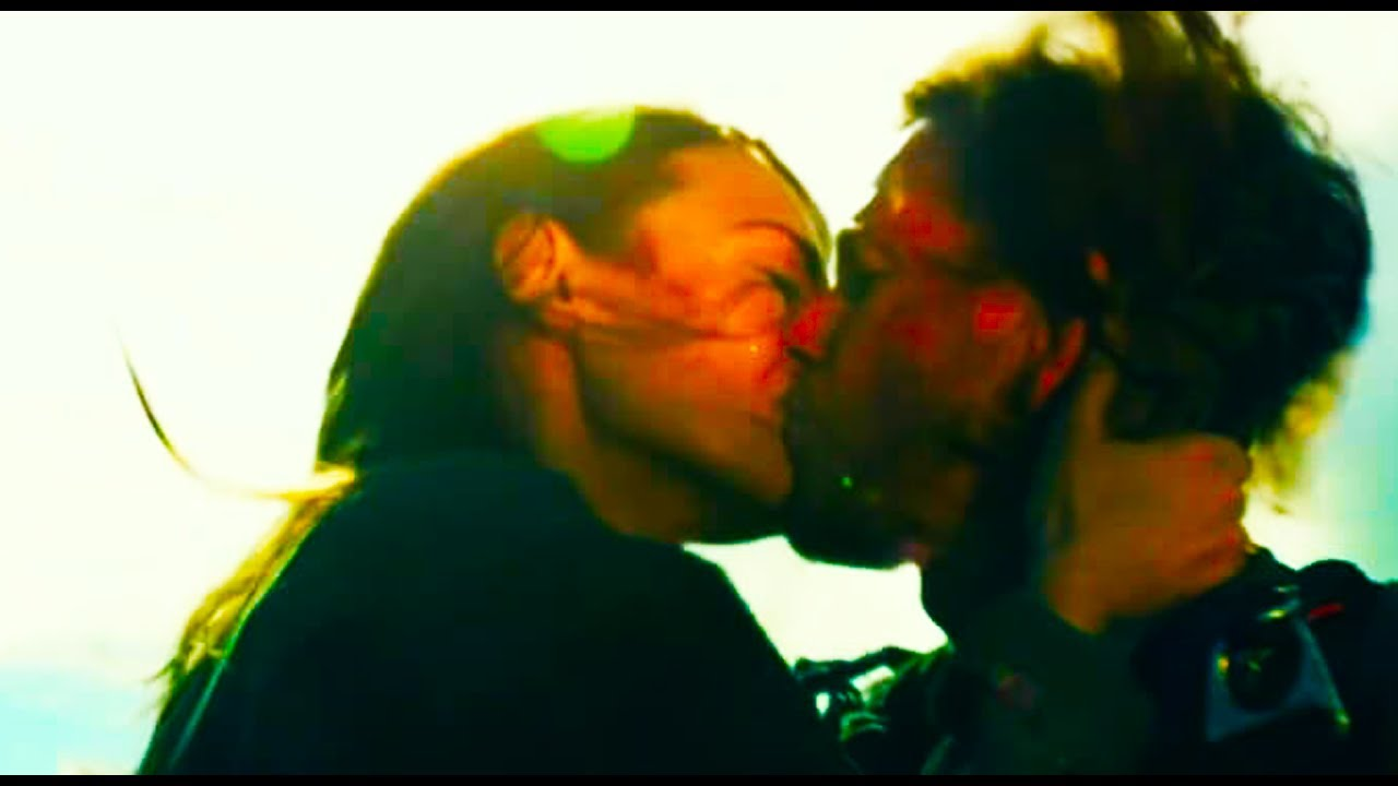 Transformers The Last Knight Vivian: Transformers 5 The Last Knight (2017) Vivian Cade Kiss