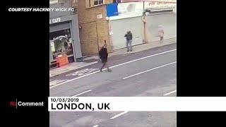 شاهد: رجل ينجو من انهيار جدار بأعجوبة في لندن