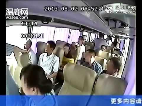 Сумасшедшая авария в автобусе в Китае