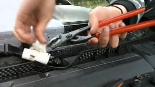 Як зняти двірники і дістатися до двигуна (Опель Вектра Б)