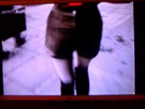 Alle Mädchen ziehen 1971 kurze Turnhosen an thumbnail