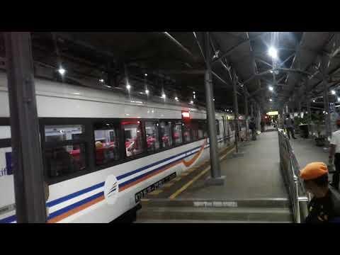 Kereta api eksekutif Bima tiba di stasiun balapan solo