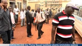 Aba Flying Squad baddizza abantu emmotoka zaabwe