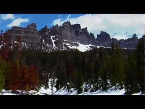Snowmobile Brooks Lake Lodge