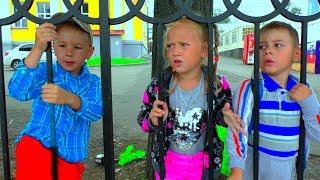 Куда Дети сбежали от Хелпика Хелпик остался дома один для детей Рома и Хелпик