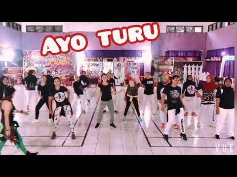 Download Zaskia Gotik - Ayo Turu Mp4 baru