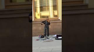 Необычная музыка уличного музыканта