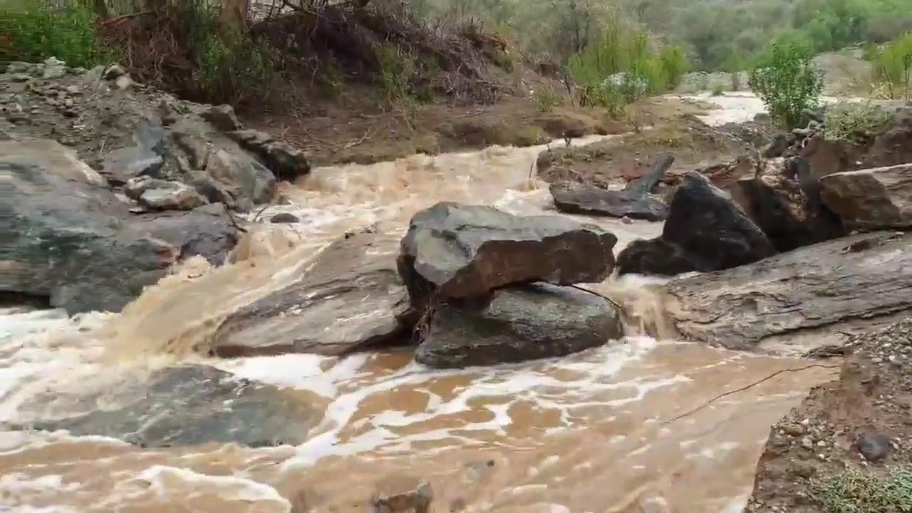 نتيجة بحث الصور عن مناظر خلابة لجريان الأودية وشكل الشلالات بعد هطول أمطار على بارق