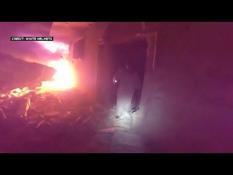شاهد: الخوذ البيضاء تنقذ عائلات من مبنى استهدفه قصف في معرة النعمان…  - نشر قبل 29 دقيقة