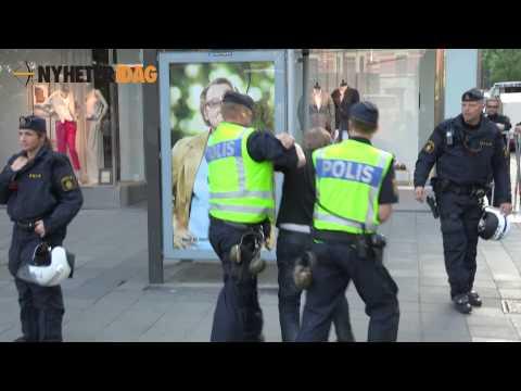 Här omhändertas mötesstörare på SD-möte, Norrmalmstorg