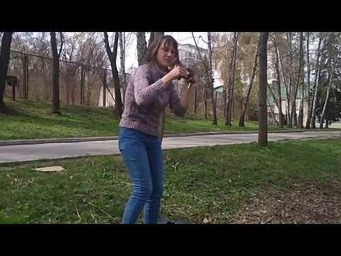 Валера снимает видео./Спасение белки и рой пчел./