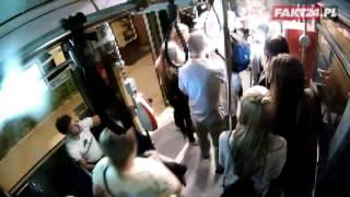 Damski bokser w autobusie. Pobił pasażerkę, bo rozmawiała …