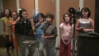 Pete the Cat  - Kids sing I Love My White Shoes in Studio