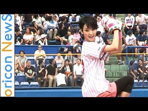 剛力彩芽、3度目は大暴投 『東京ヤクルトスワローズVS中日ドラゴンズ始球式』