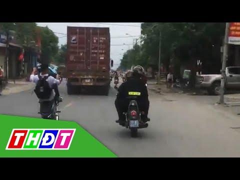 Nam Sinh Mặc đồng Phục Bốc đầu Xe Máy Trêu Ngươi Cảnh Sát Giao Thông | THDT