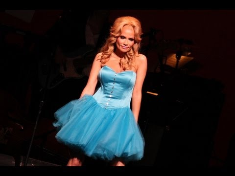 Kristin Chenoweth singing