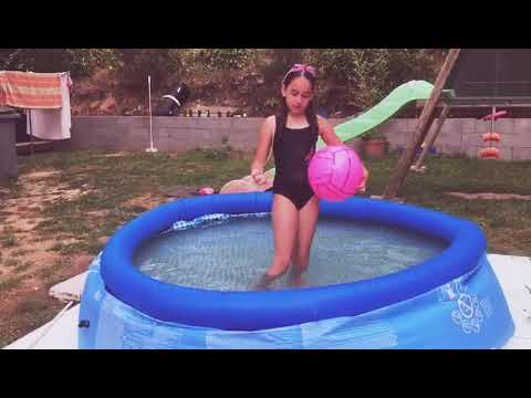 Cap ou pas cap dans la piscine youtube for A la piscine translation