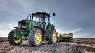 Planting Corn - John Deere 7600
