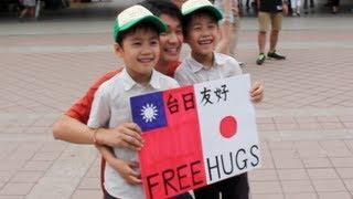 Free Hugs for Taiwan-Japan Peace 2013 (日本人が台湾で10分だけフリーハグをしてみた)