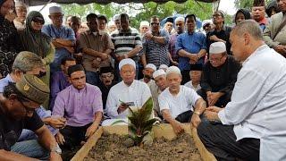Jenazah SM Salim dikebumikan