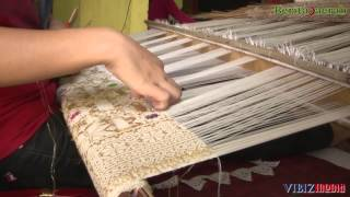 Pengrajin Tenun Songket Palembang