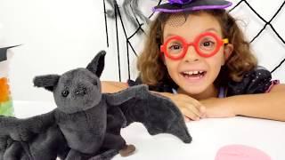 Игры для девочек. Подружка Кати играет в доктора с игрушками. Ролевые игры(У нашей подружки маленькой ведьмы Кати сегодня появился новый друг - летучая мышь. У мышки болит крыло и..., 2016-08-30T05:29:33.000Z)