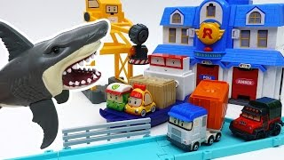 Giant Shark in The Brooms Harbor~! Robocar Friends It