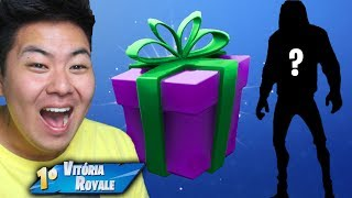 I GAVE THIS TO MY FRIEND'S FAVORITE SKIN!! | FORTNITE (FORTNITE)
