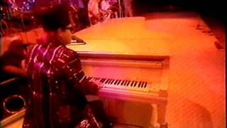 Elton John - Intro/I'm Still Standing - Live Aid 1985 (HQ Video and Audio)