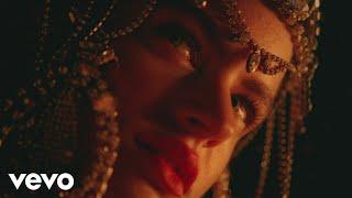 Смотреть клип Rosalía - De Aquí No Sales