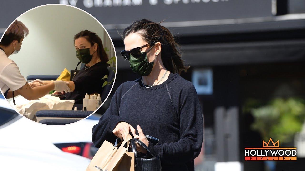 Jennifer Garner gets pampered in Los Angeles