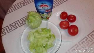 """Салат с помидорами и сыром """"Моцарелла""""."""