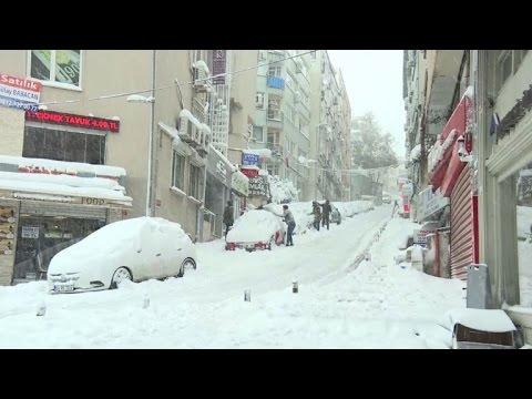 Turquie: Istanbul paralysé par une tempête de neige