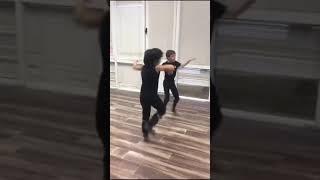 Kafkas Dansı Oynayan Çoçuklar Assa