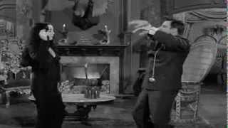 Largo y su clavicordio ponen a bailar a Los Locos Addams