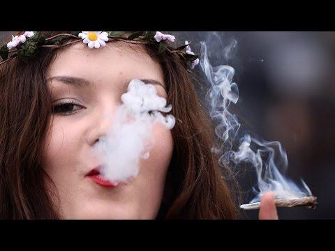 Željudin na zvezi in diši po marihuani
