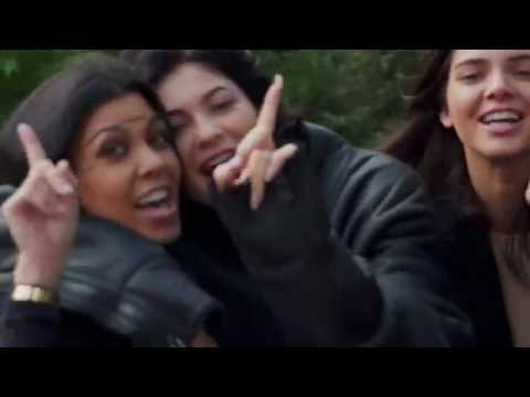 Kardashian-Jenner Sisters Sing (Terribly) In Kris Jenner's Birthday Tribute!