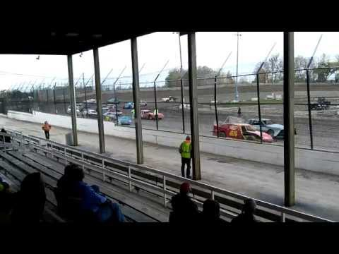 Tyler Roth at Kankakee County Speedway October 12, 2014 Feature Race (3 Laps)