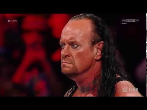 The Undertaker attacca Braun Strowman e viene colpito da Roman Reings thumbnail