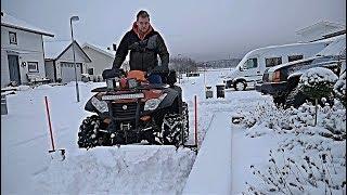 Plogar snö med fyrhjulingen  VLOGG 137