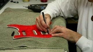 Bir Gitar Pickguard Kesmek için nasıl : Gitar İnşa ve Onarım