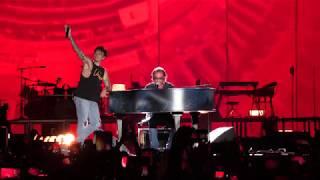Oltre 60mila spettatori per il concerto di ultimo allo stadio olimpico roma 4 luglio 2019. a sorpresa, è arrivato sul palco antonello venditti e insiem...