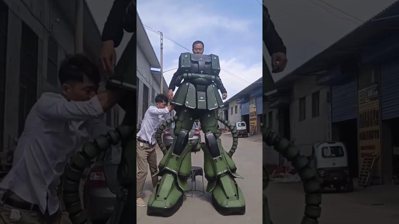 The 2.6M tall Zaku Cosplay.