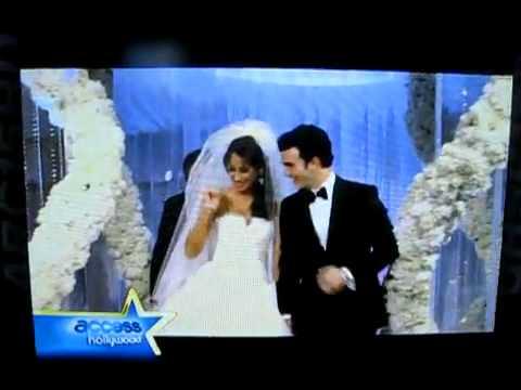 Kevin & Danielle Jonas WEDDING KISS - Access Hollywood - YouTube