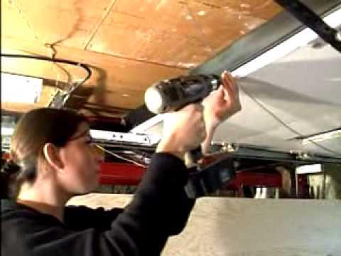installation de coupe froid pour le haut de porte de garage youtube. Black Bedroom Furniture Sets. Home Design Ideas