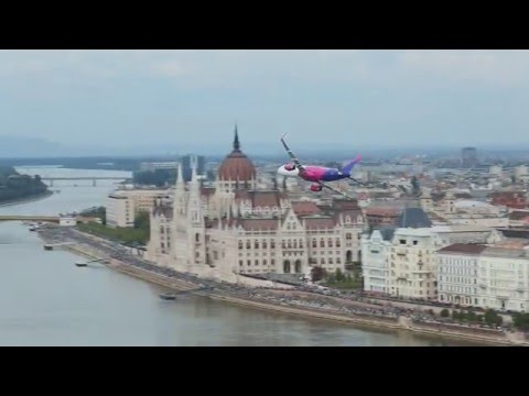 WIZZ A321 low flyover in Budapest 1 May 2016