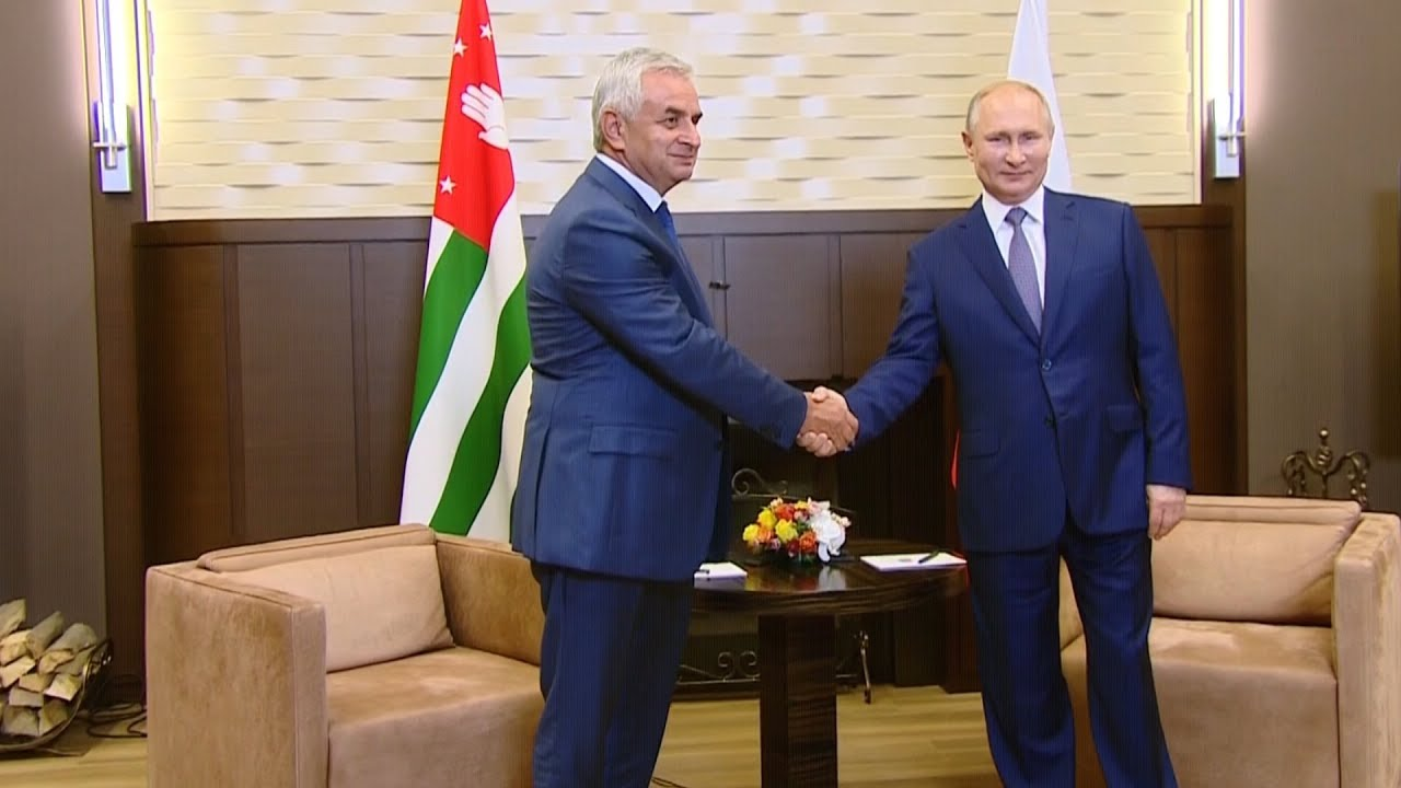Владимир Путин встретился с президентом Абхазии Раулем Хаджимба